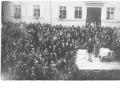 1927 mit Besuchern